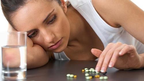 Депрессивные расстройства могут спровоцировать развитие эксфолиативного хейлита, поэтому прежде всего нужно лечить нервную систему