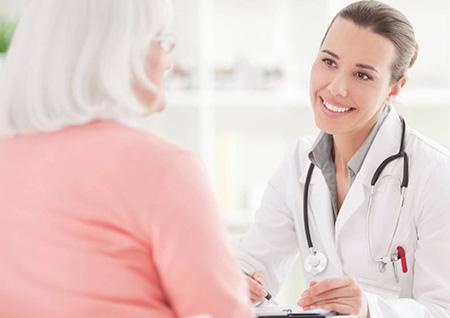 В некоторых случаях опухоль может уменьшиться самостоятельно, но возможно и стремительно разрастание, поэтому визит к врачу обязателен