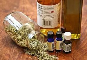 Эфирные масла и травы категорически противопоказано использовать без предварительного тестирования на коже