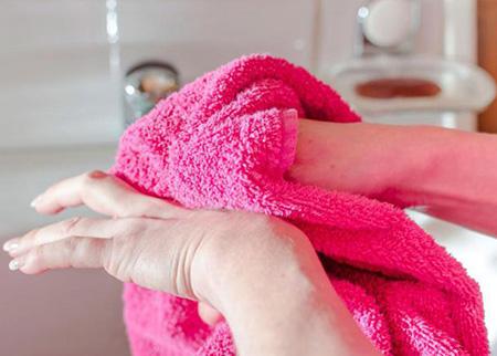 Люди даже и не подозревают, что частое воздействие на кожу грубых вещей может спровоцировать развитие экземы